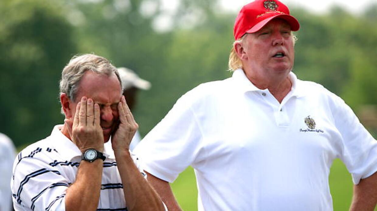Michael Bloomberg y Donald Trump jugando golf