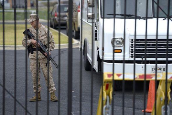 Un militar fue colocado para hacer guardia en el lugar.