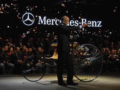 Con este vehículo de tres ruedas, la compañía alema...