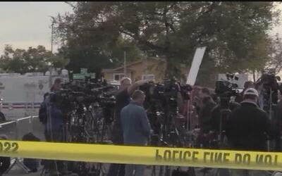 Familiares de víctimas del incendio en Oakland mantienen la esperanza de...