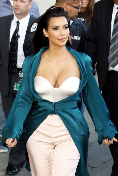 """Kim subió una foto en la que aparece con Paris y tuiteó: """"..."""