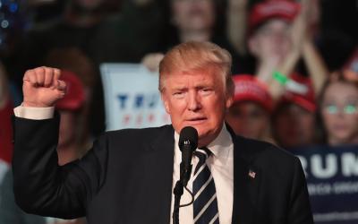 El presidente electo Donald Trump mientras se dirigía a un grupo...