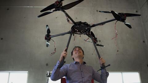 Otros tiempos: Jordi Muñoz muestra un prototipo de 3D Robotics en...