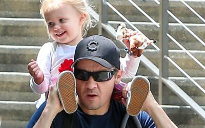 Jeremy Renner y su hijita Ava