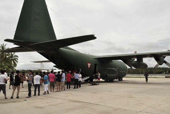 En tanto, más de mil 500 personas han sido trasladadas en aeronav...