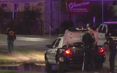 Conductor de una camioneta huyó luego de arrollar a un hombre en un esta...