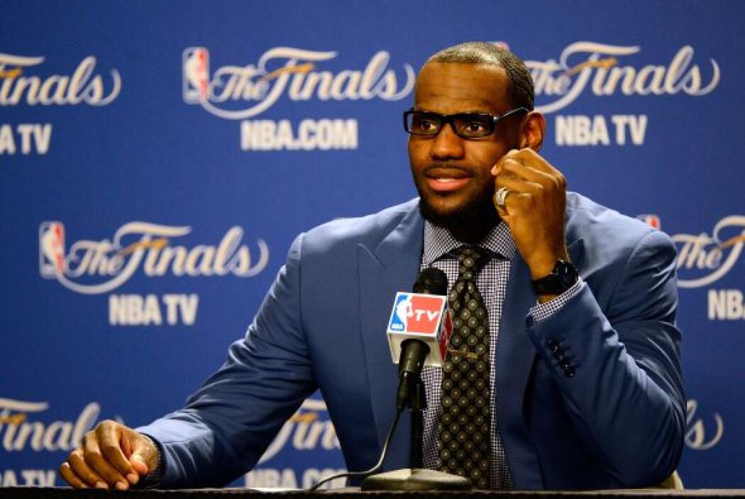 James disputa las Finales de la NBA ante el Oklahoma Thunder y en su cue...