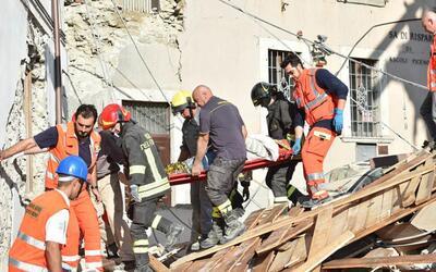 Terremoto estremece el centro de Italia y deja decenas de muertes y heridos