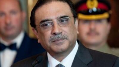 El presidente de Pakistán, Asif Alí Zardari, advirtió que la coalición i...
