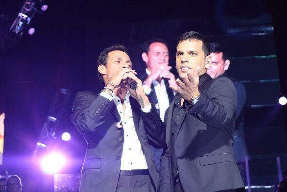 La sorpresa de la noche fue cuando apareció Tito El Bambino en el...