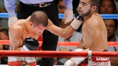 Koki Kameda golpea a David De la Mora.