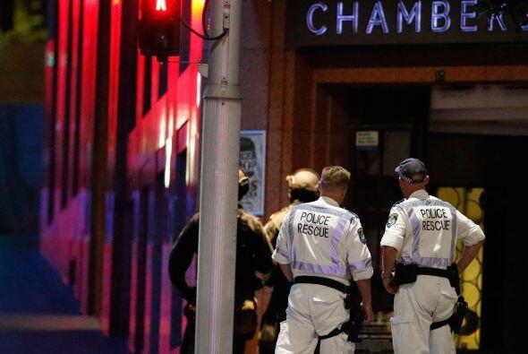 Tras 16 horas la policía australiana logró entrar por asalto en el café...