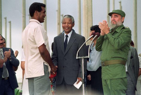 Nelsón Mandela visitó Cuba en 1991, unos meses después de salir de prisi...
