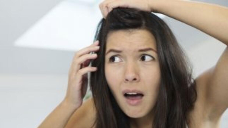 Notaste por primera vez esos cabellos grises y te quieres morir. Tranqui...