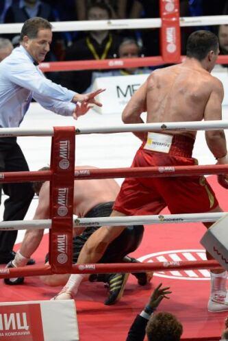 Klitschko mandó a la lona a Povetkin en el segundo round.
