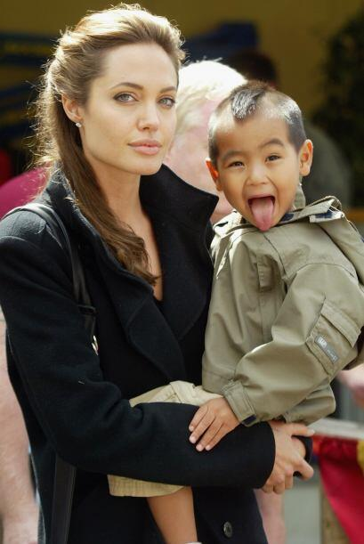 Jolie con Maddox en 2005. Mira cómo el pequeñito ya se div...