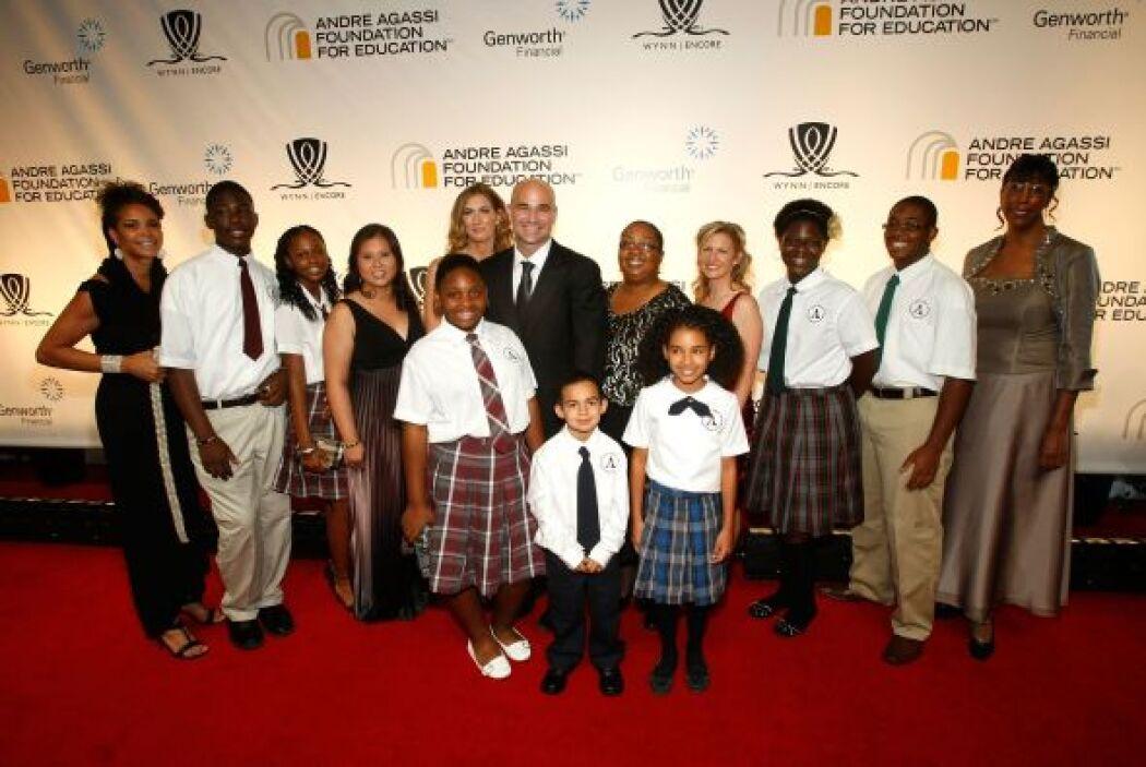 En 2011, Andre Agassi se asoció con Canyon Capital Realty Advisors LLC p...