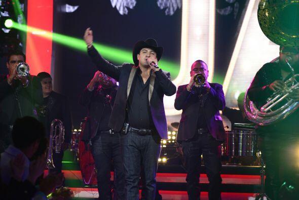Julión subió con su Norteño Banda a deleitar al público de Va Por Ti.