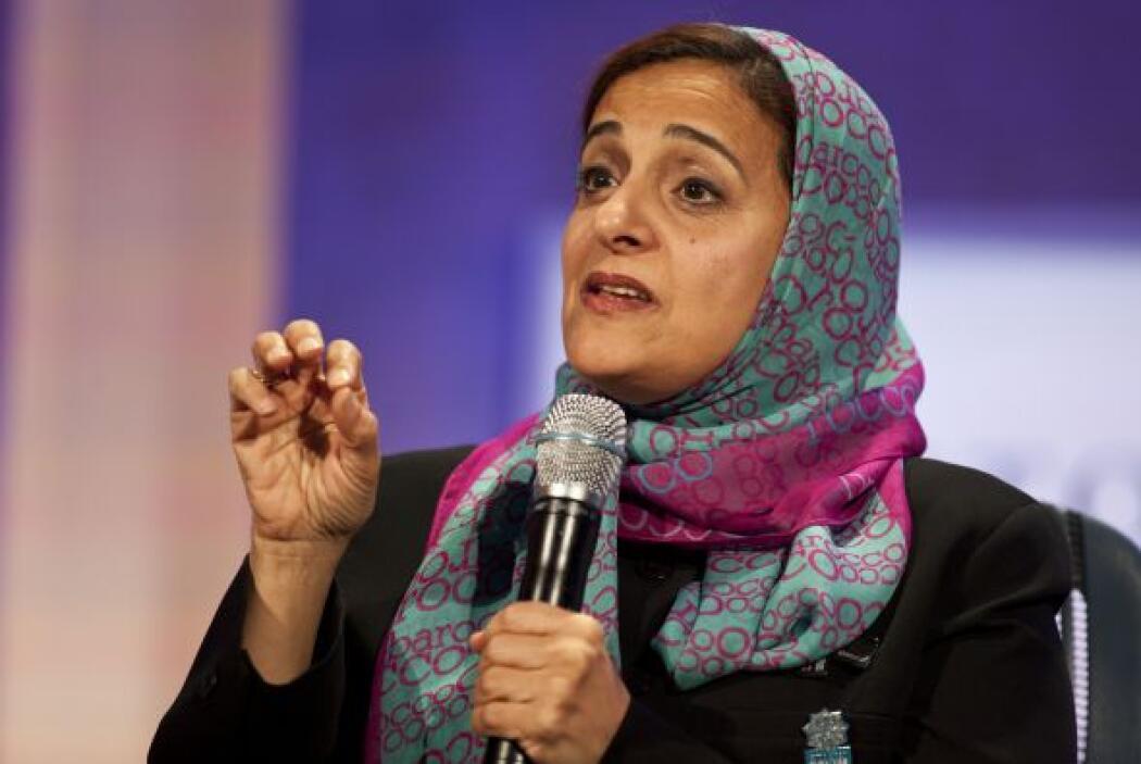 55.- SHEIKHA LUBNA AL QASIMI: Ministra de Comercio Exterior de los Emira...