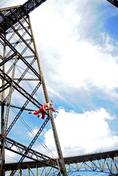 Nuevamente Santa desafió las alturas ahora lo hizo en Guatemala,...