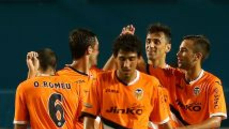 Con gol de Michel Herrero, el Valencia le ganó 1-0 al Everton de Inglate...