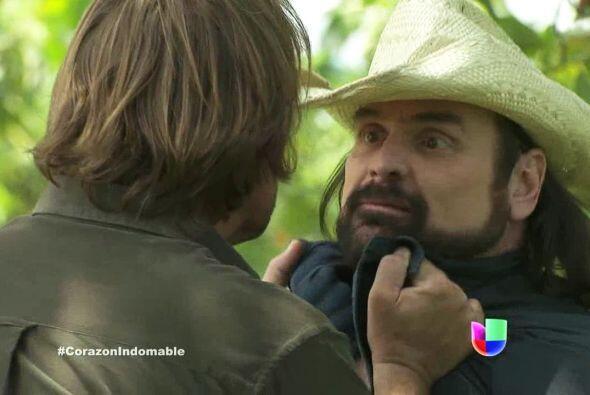 Eusebio le afirma al señor Miguel que todos los Narváez son unos crimina...