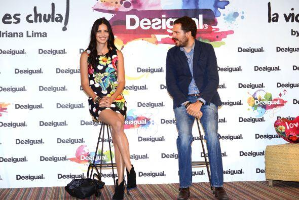 La modelo brasileña. Adriana Lima, se presentó en el Barcelona Show como...