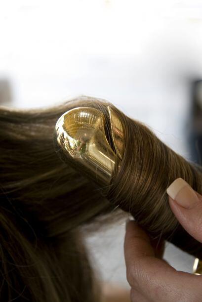No rices demasiado cabello al mismo tiempo. Si divides el cabello en sec...