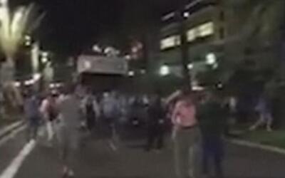 Nuevo video muestra como el camión que causó 84 muertos en Niza se lanza...