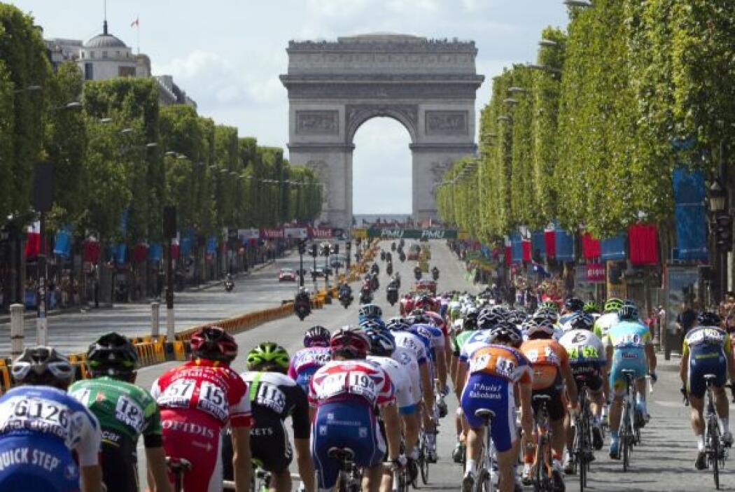 El Arco del Triunfo, testigo de la victoria de Evans en el Tour y Cavend...