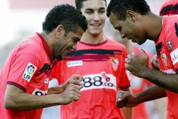Otro encuentro entre amigos y hoy rivales se dio en el Sevilla. All&iacu...