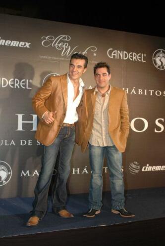 Omar Chaparro junto al actor y comediante Adrián Uribe. Sin embargo, amb...