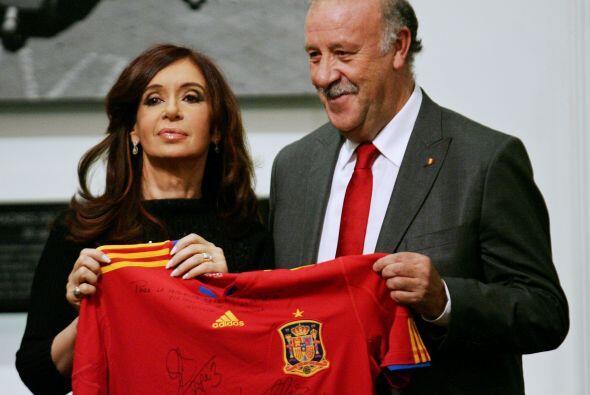 La presidenta de Argentina, Cristina Fernández de Kitchner recibi...