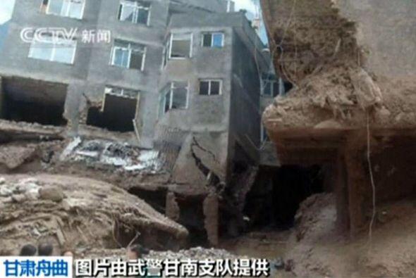 El lodo es el principal obstáculo para las operaciones de rescate, que e...