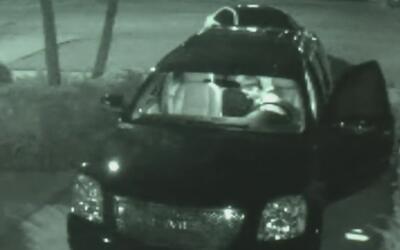 Captado en cámara quedó un hombre sospechoso de robar un vehículo en el...