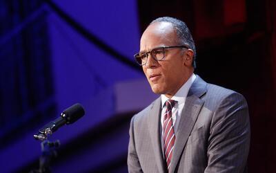 Lester Holt, conductor del noticiero NBC Nightly News, liderará el prime...