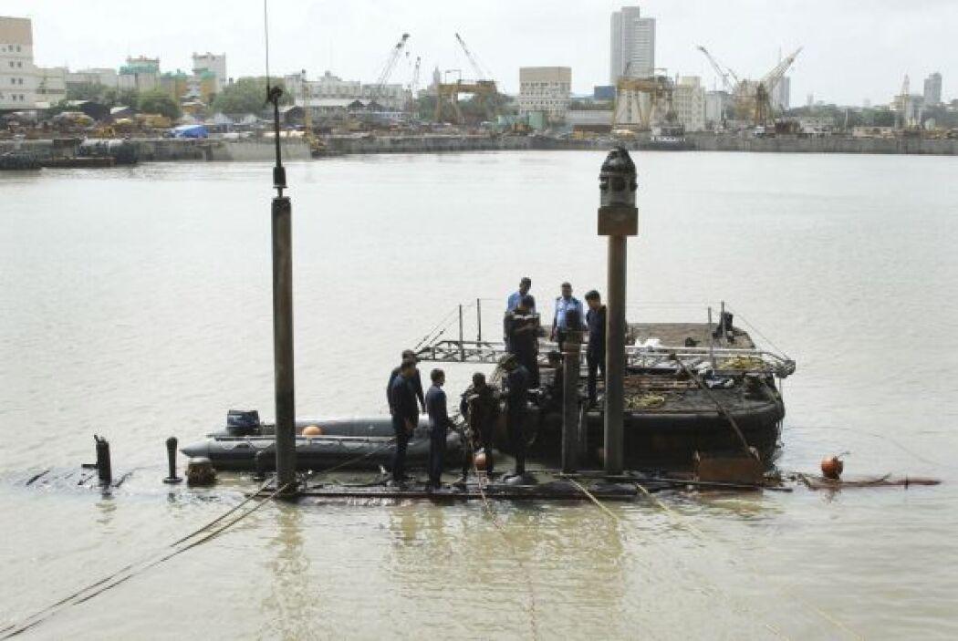 La nave se sumergió en su atracadero en el astillero naval la madrugada...