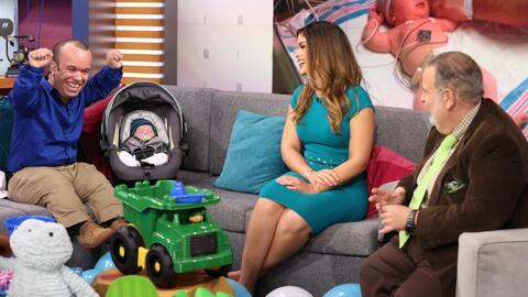 Carlitos 'el productor' trajo a su bebé Sebastián por primera vez al show