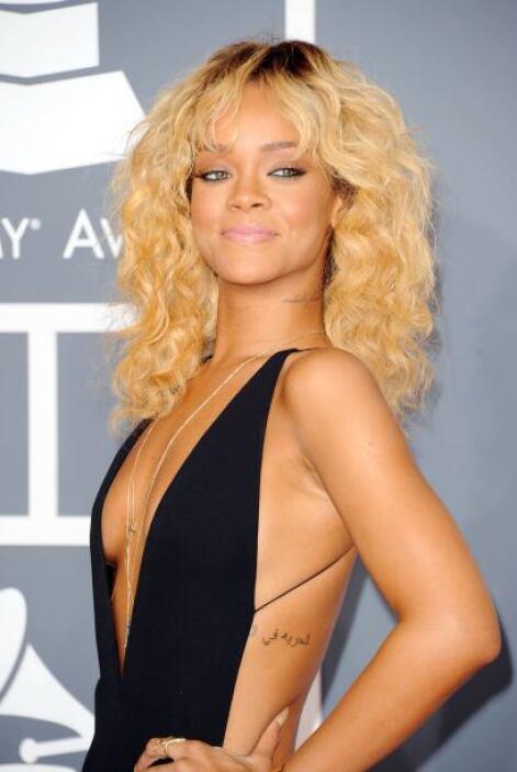"""Rihanna se sentía muy orgullosa con su """"oxigenada"""" cabellera cuando en r..."""