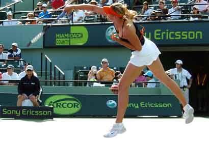 Sharapova se consoló de la derrota contundente en manos de Serena...