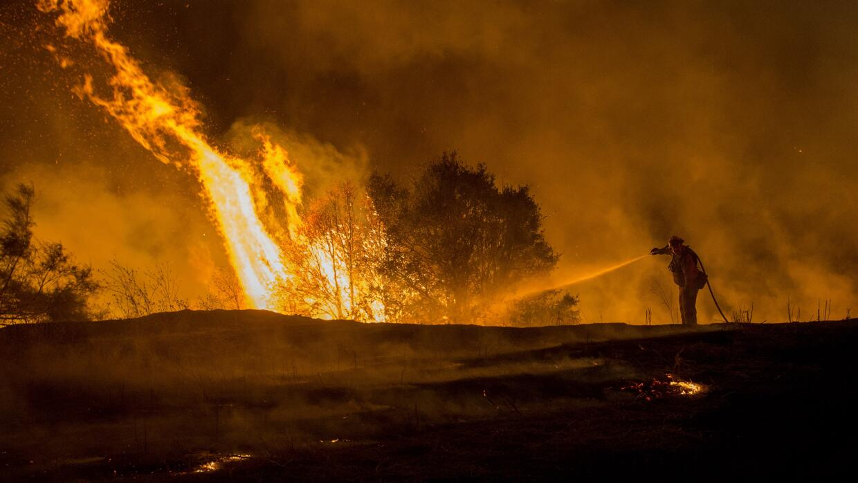 Incendios causan miles de evacuaciones