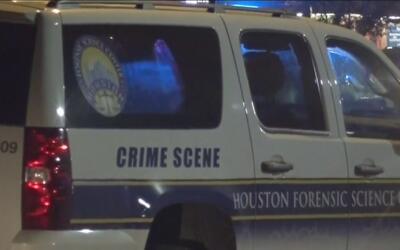 Investigan muerte a tiros de joven hispano cuyo cuerpo fue encontrado fr...