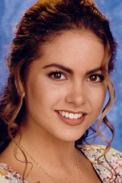 """En 1993, Lucero fue la recia Margarita Santos en """"Los parientes pobres""""...."""