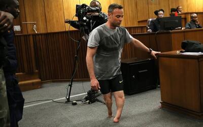 El dramático momento del juicio a Oscar Pistorius en el que caminó sin s...