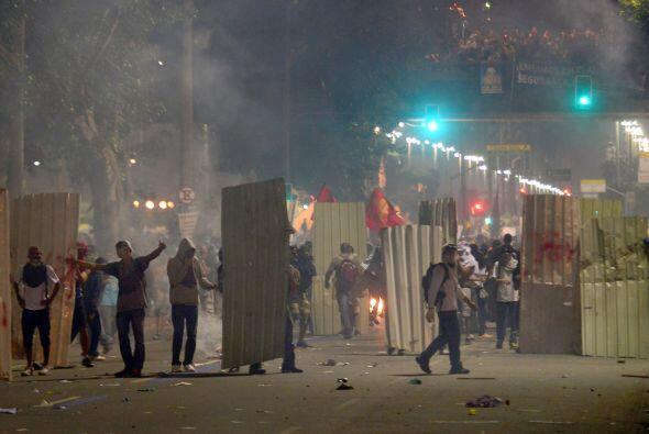 La confrontación comenzó cuando grupos de manifestantes co...