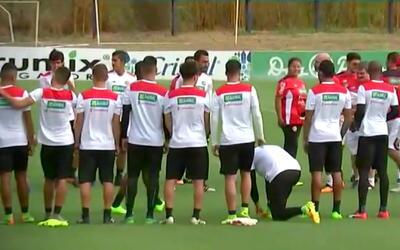 Con una muralla defensiva, así se prepara Costa Rica para jugar en el Az...
