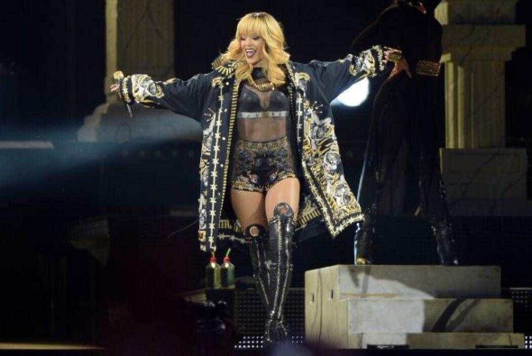 13. Rihanna  Ganancias netas: $43 millones.  Presencia en radio y tv: 10...