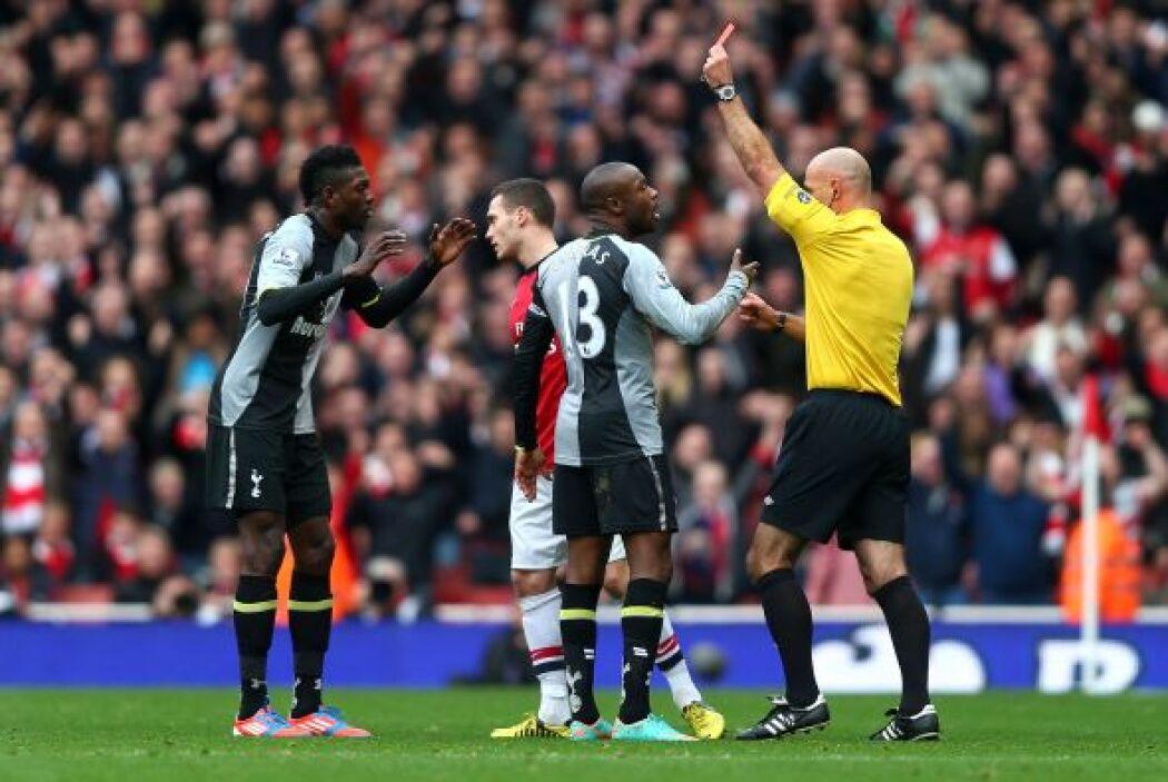 El mismo Adebayor fue expulsado poco después de su gol por una dura entr...