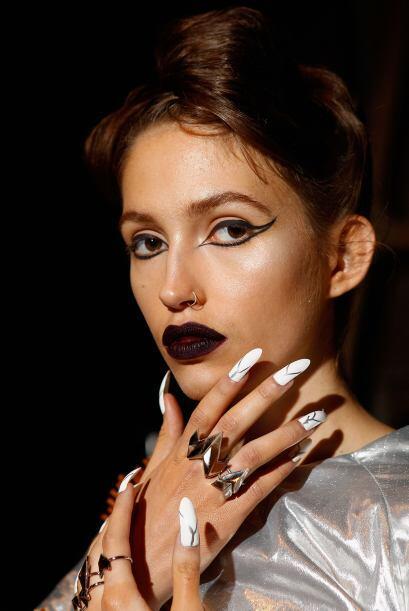 Los labios góticos estuvieron de moda, pero no en color negro. Si...