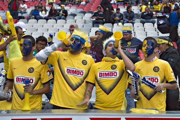 Aficionados de América y León pusieron la fiesta en el Est...